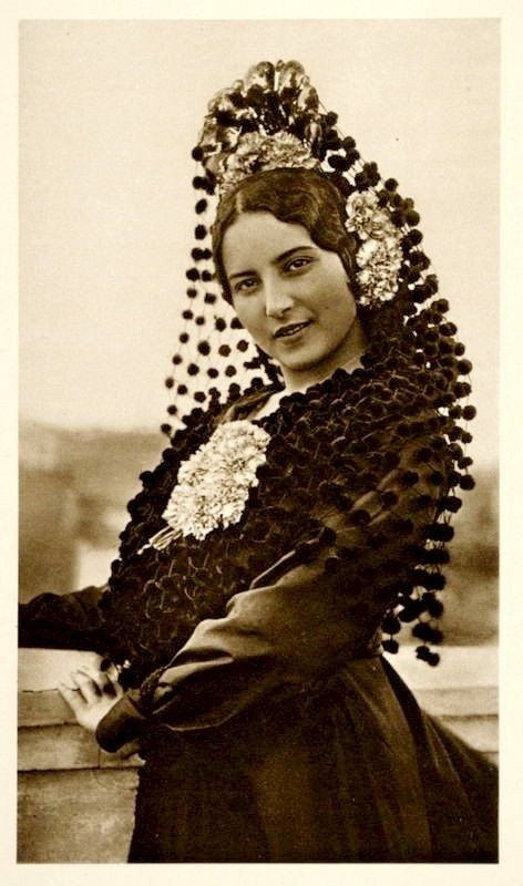 Pictures Spanish For Cute Girl: Vintage Spanish Mantilla Hair Accessory.