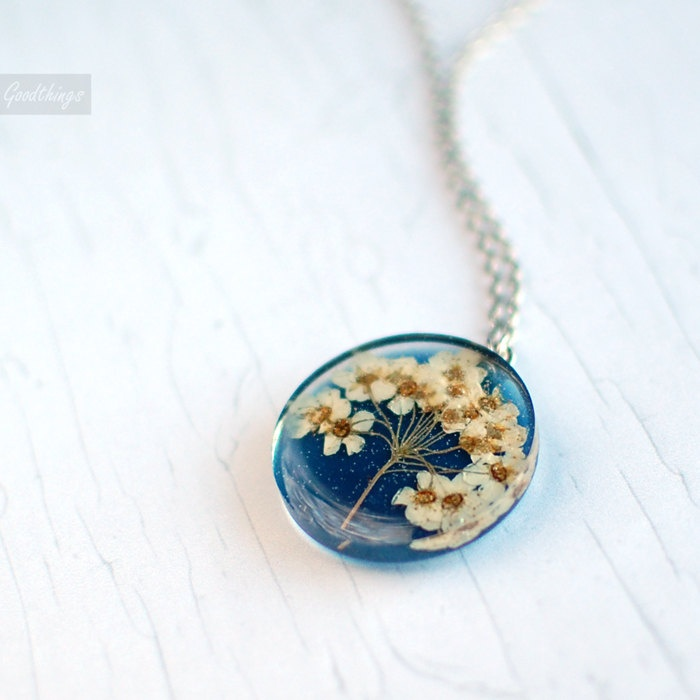 Pressed flower botanical necklace: Flower Botanical, Diy Ideas, Botanical Jewelry, Flora Accessories, Flowers Art