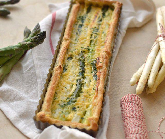 Het recept voor een waanzinnig lekkere vegetarische aspergequiche. Lekker en simpel maar toch speciaal door de afwisseling van groene en witte asperges.