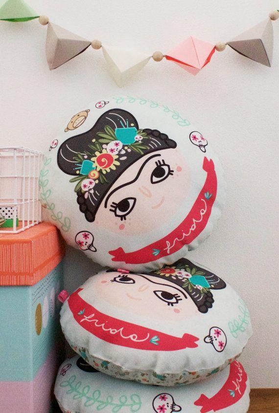 Frida Runde Kissen von Petitpoisrose auf Etsy