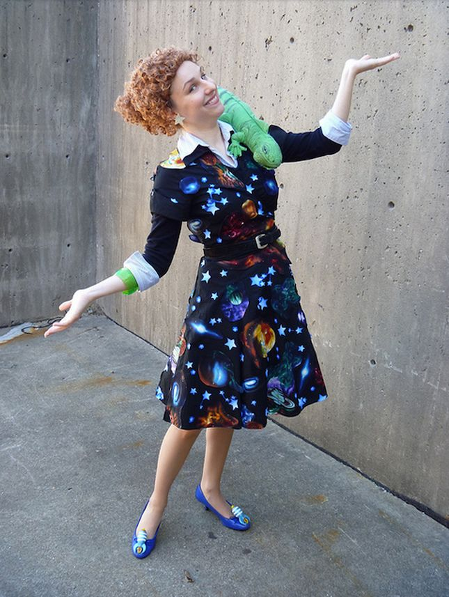 This Ms. Frizzle costume is perfect for Halloween.