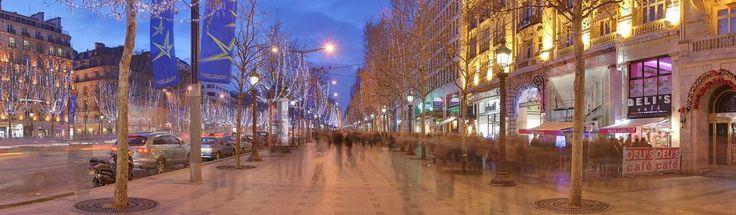 Tutto quello che devi sapere sul Natale a Parigi Romantica e colorata. Parigi a Natale dà il meglio di sé. Luminarie, vetrine, giostre, mercatini e concerti: chi giunge nella capitale francese in questo periodo viene proiettato in una dimensione quasi fiabesca, da vivere possibilmente in coppia
