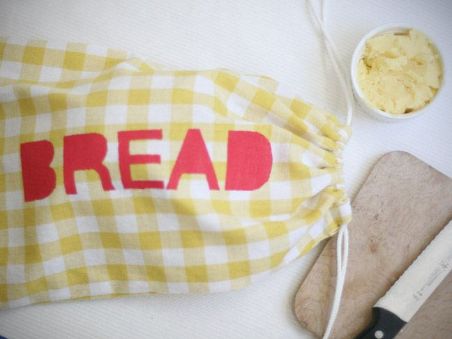 DIY: Cloth Bread Bag  Also i saw pinned story bags where you add items and kids create stories from the items in the bag and this would be a cute use of this DIY bag too.