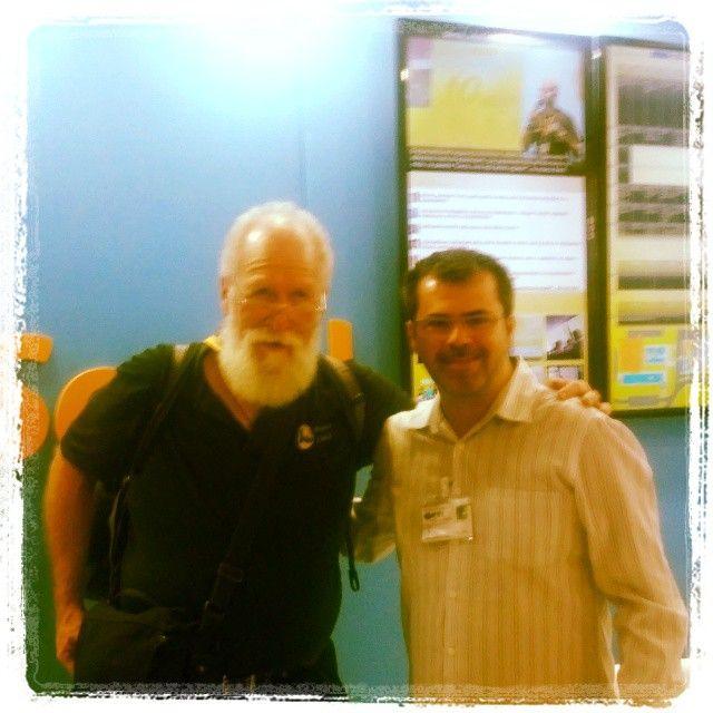 Jon Hall, director of Linux International, with Marcio from Tela Social.