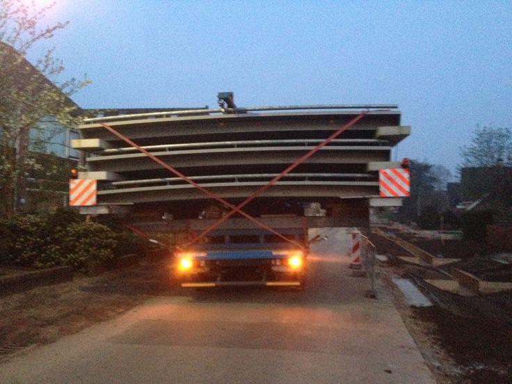 Bruggen arriveren !! Wederom zwaar transportmateriaal!