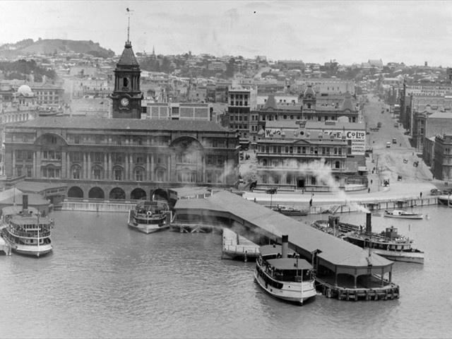 Bill ✔️  Ferry Building Auckland 1910's.    Bill Gibson-Patmore.  (curation & caption: @BillGP). Bill✔️