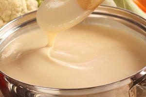 Una práctica receta para preparar salsa blanca en microondas, y que incluye tres sugerencias para darle un toque de sabor diferente.