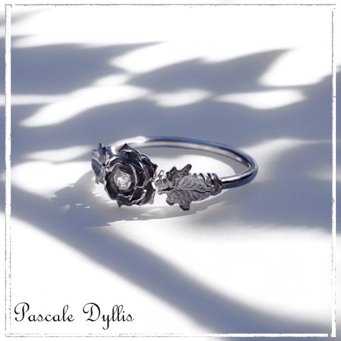 Bague une rose et deux feuilles de lierre en argent massif 925 et pierre précieuse - Saphir blanc ou autre pierre précieuse au choix - Bague façonnée à la main en toutes tailles sur mesures  - Collection