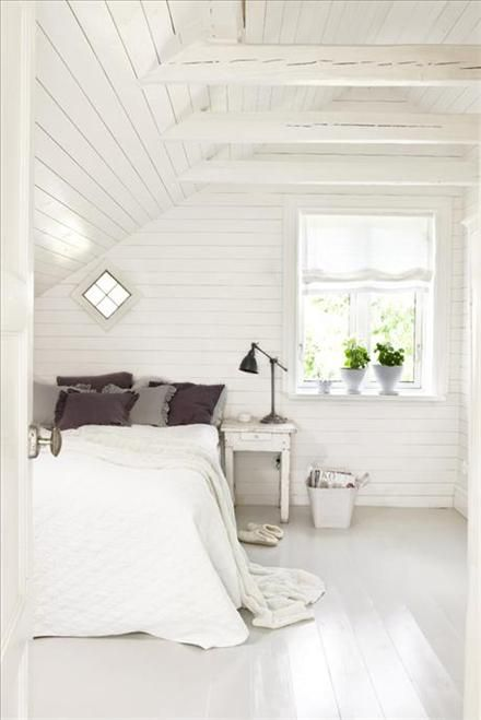 white with beamsAttic Bedrooms, Floors, Guest Bedrooms, Bedrooms Design, Attic Room, White Bedrooms, House, Bedrooms Decor, White Room