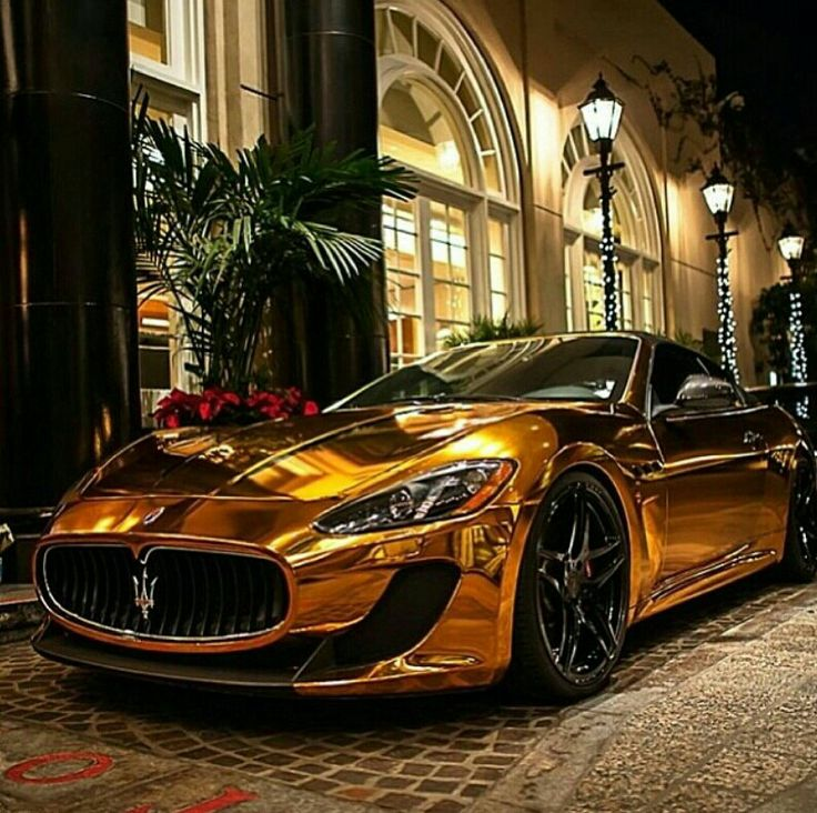 Gold Maserati worth £90k spotted in London... complete with a set ...