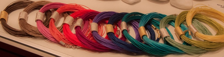 Bracelets with Thread © Papel