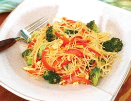 Vegetarian rice noodle bowl: Csa Recipes, Dinners Tonit, Veggies Dinners, Belle Peppers, Mmmmm Dinners, Peppers Ric Noodles Yuuuum, Noodles Bowls, Rice Noodles, Veggie Breads Recipes