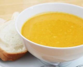 Soupe de carottes au lait de coco et au curcuma : http://www.fourchette-et-bikini.fr/recettes/recettes-minceur/soupe-de-carottes-au-lait-de-coco-et-au-curcuma.html