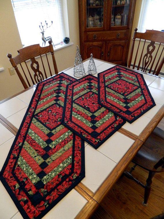 Ce chemin de table de style grande tresse française matelassé sera magnifiquement accentuer votre décor dhiver. (mesures 17 1/2 « x 54 ») Doté