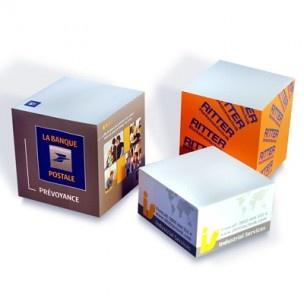 Bloc papier - Tarifs sur devis (contact@objetpubenligne.com) - Référence : ES515422 Bloc de notes adhésives environ 68 x 68 x 34 mm 80 g/sm papier offset blanc 4 faces, 1 couleur, 1 motif sérigraphie sans trame emballage individuel sous film
