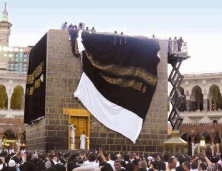 Rare picture of Kaaba's cover being changed. Location: Mecca, Saudi Arabia