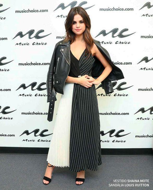 Há exatamente uma semana Selena Gomez foi clicada com esse look cropped no aeroporto de L.A. rumo à Nova York e desde então não parou mais: foi uma produção fashion atrás da outra, 15looks para ser mais exata! A cantora está na cidade promovendo seu novo trabalho (já ouviu o ótimo single Bad Liar?) e …