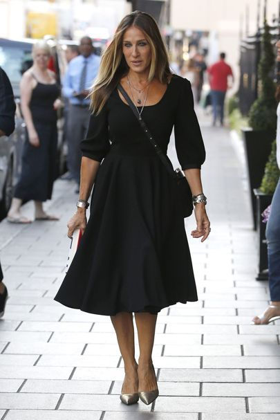 Daily Style Directory: Sarah Jessica Parker in a black dress and metallic court shoes