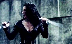 Kahlan and Cara watching each other's backs. (Legend of the Seeker)