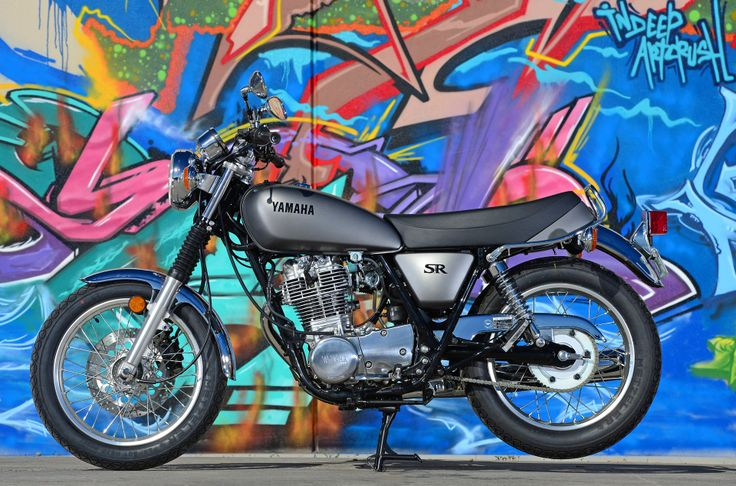 Yamaha SR400 media launch in Melbourne. Read all about it: http://motorbikewriter.com/retro-yamaha-sr400-kickstart/ Photo by Jeff Crow (Sportlibrary.com.au)