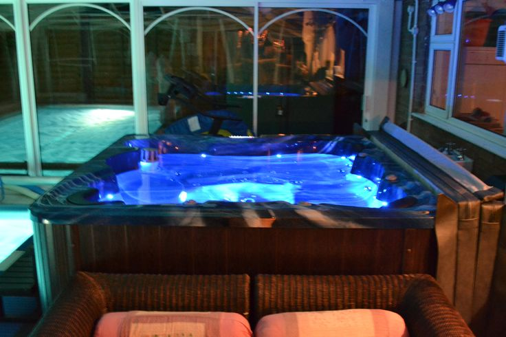 Hottubsuppliers UK Dealership Of Luxury Zspas & Zen Spas Hot Tubs With USA Balboa Systems. Order From Range Or Design Your Own Hot Tub.