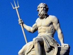 Catatan Yunani Kuno menyebut, pada 1.500 tahun lalu lautan bangkit, ombaknya menyelamatkan sebuah kota dari perampok Persia. Sejarawan Yunani, Herodotus menyebut, itu campur tangan dewa.    Dewa itu adalah Poseidon, penguasa laut, sungai, dan danau. Yang memiliki senjata berupa trisula yang bisa menyebabkan banjir dan gempa bumi.    Namun, bukti baru menyebut, apa yang dianggap intervensi dewa itu tak lain adalah fenomena alam, tsunami. Demikian kesimpulan para peneliti dalam pertemuan…