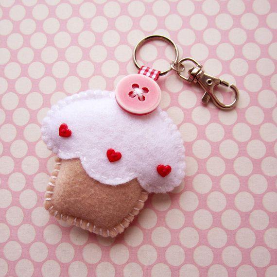 Cupcake di feltro a mano Keyring fascino vaniglia di ilovehearts