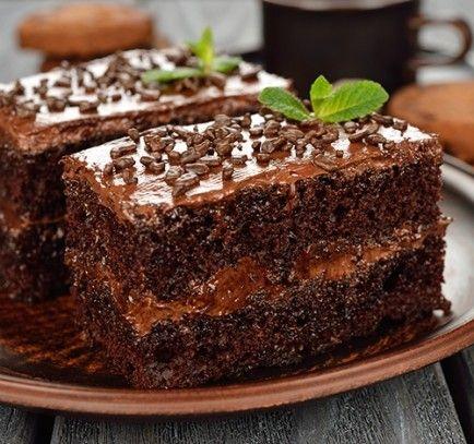 Tarta de chocolate rellena de crema de chocolate. Ver receta: http://www.mis-recetas.org/recetas/show/90161-tarta-de-chocolate-rellena-de-crema-de-chocolate