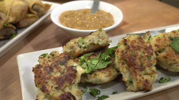 Fishcakes er en spicy slags fiskefrikadeller, som Anne Hjernøe lavede i programmet Annemad. I denne opskrift blev de serveret med en cremet peanutdip til.