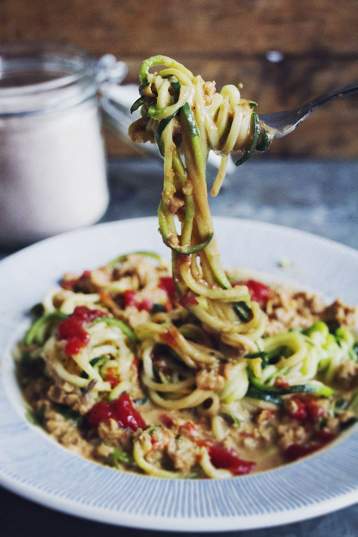 Krämig vegetarisk färs med ljuvlig zucchinipasta