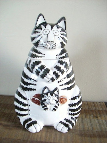 Kliban Cat Cookie Jar, perfect to store the cat's snacks too...