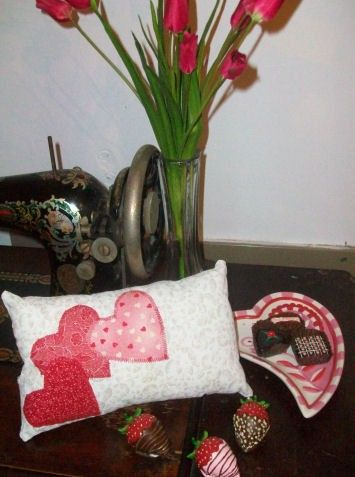 Valentine's Day Projects to Sew: How to make a three Hearts, 2014 Valentines day Pillows, valentine's day  ideas www.loveitsomuch.com