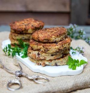 Bönbiffar med kantareller och potatis passar om man äter köttfritt eller letar efter ett vegetariskt recept. Gott och enkelt till såväl vardagsmiddag som helg.