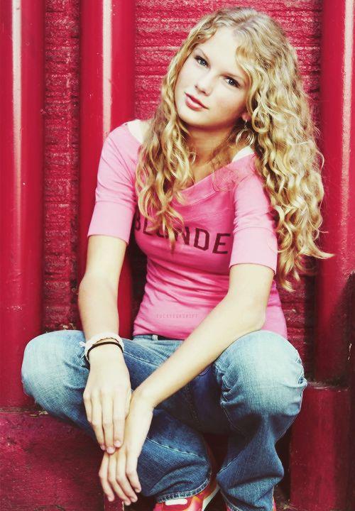 Taylor Swift love it curly