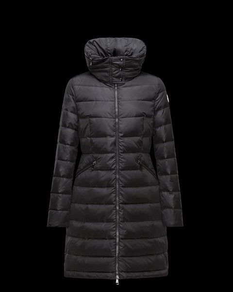 Moncler FLAMMETTE Zwart Lang donsjack. Lange jas in gewatteerde nylon met band in de taille en verborgen capuchon. Hoogwaardige water-repellency