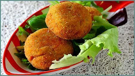 Recensione   Ingredienti per 4-5 persone 20 minuti Facile Preparare le Crocchette di Patate e Zucchine in Crosta di Cous Cous Affettate finemente la cipolla e rosolatela gentilmente per ... >Leggi