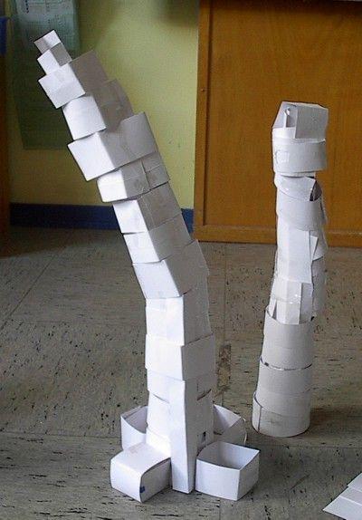 Türme bauen Heute haben wir in der Schule Türme aus Papier und aus Klebe gebaut. Wir haben sechs Türme gebaut. Alle Türme sind toll geworden. Einer von den sechs Türmen sieht aus wie der schiefe Turm von Pisa. Eine Gruppe hat einen Strommasten gebaut. Die Türme haben unterschiedliche Größen. Pito http://elefantenklasse.de/thema/sachunterricht....15/?view=10