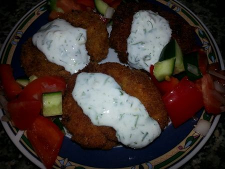 Котлетки из батата с чечевицей и салат с йогуртом