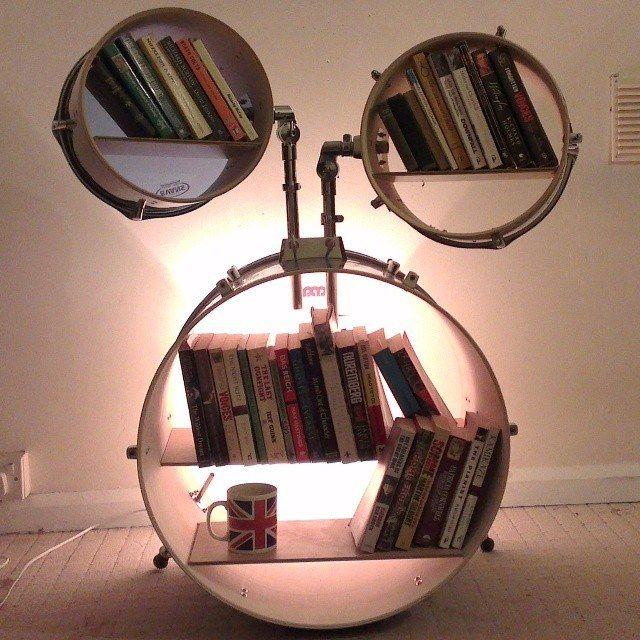 Estantería para los libros hecha con una batería. ¿Os gusta?