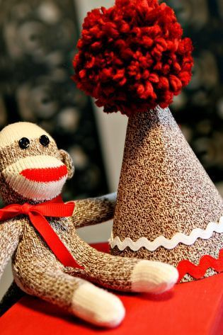 Sock Monkey Birthday hat tutorial: Sock Monkeys, Party Hats, Birthday Hats, Socks Monkey Birthday, Birthday Idea, 1St Birthday, Party Idea, Monkey Party, Birthday Party