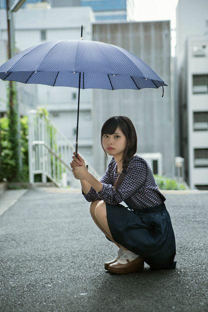 写真: 傘と少女