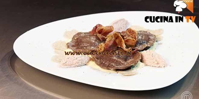 Ravioli di pasta di cacao ripieni con tuorlo d'uovo e ricotta ricetta Simone da MasterChef 4 | Cucina in tv