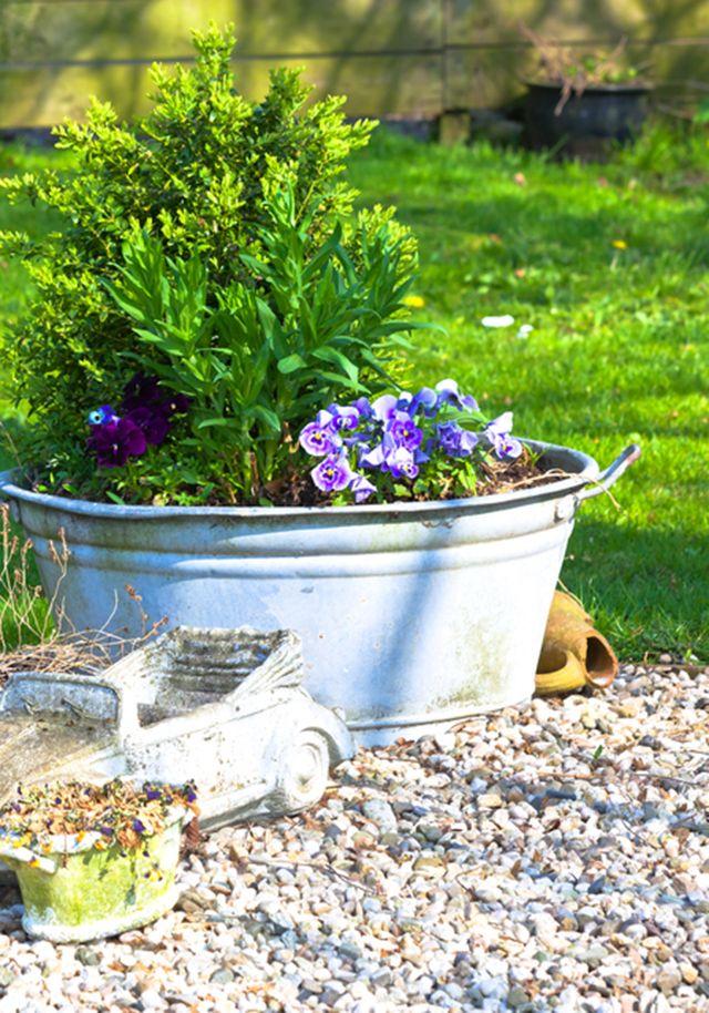コラムvol.10「芝生を砂利に変更」 | 元気なお庭作りのお手伝い 玉砂利.com 最近お客様より「これまでは庭に芝生を敷いていたけれど手入れをする時間がとれなく見た目が悪いので砂利敷きに変えたいのですがどうしたらいいですか?」