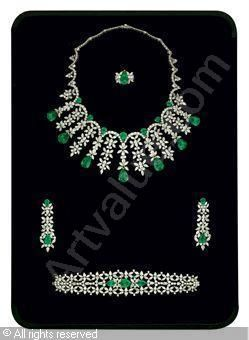 Set of 5: Emerald and diamond, emeralds stated to weigh a total of 86.81 carats