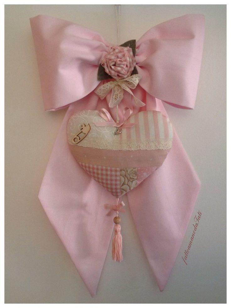 Fiocco nascita in piquet di cotone rosa con cuore patchwork, by fattoamanodaTati, su misshobby.com