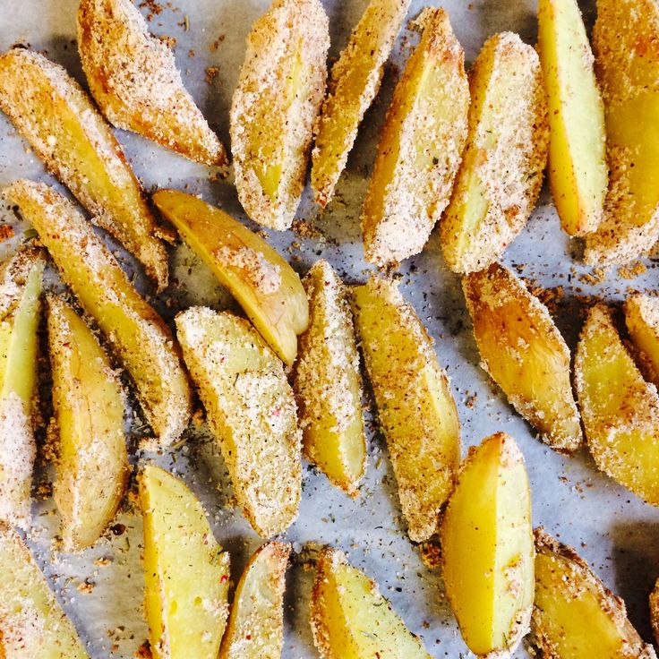 Картофельные дольки запеченные в миндальной панировке