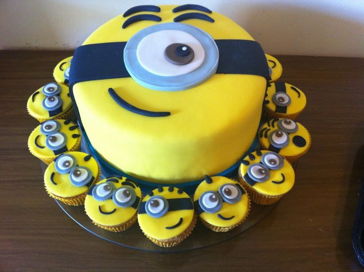 Minion Cake and cupcakes                                                                                                                                                                                 Mais