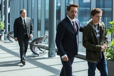 From l to r: Jon Favreau, Robert Downey, Jr. and Tom Holland in SPIDER-MAN: HOMECOMING (2017)