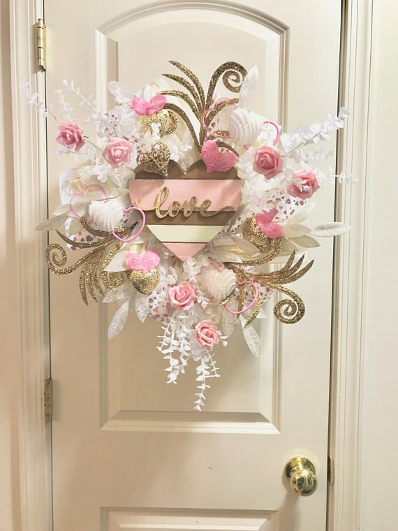 This Petal Pink Love wreath is so soft with an innocently romantic ambiance. This Valentines wreath celebrates what the holiday is about love. The gold, soft pink and white pallet reflects the more warm and cuddly part of the holiday. This wreath is created on a, Patent Pending,