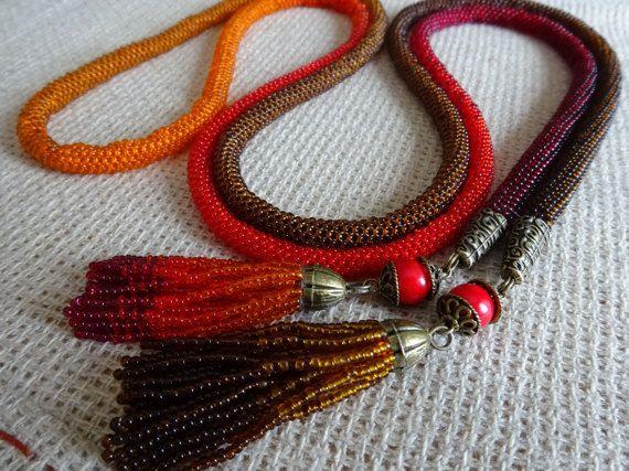 Lariat gradiant marrone-rosso collana crochet
